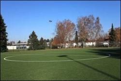 Fußball-Trainingslager mit Kunstrasenplatz